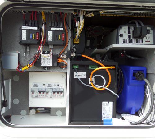 https://www.levoyageur.fr/wp-content/uploads/2015/07/camping-car-haut-gamme-coffre-technique-lv-7.8-gjf-500x447.jpg