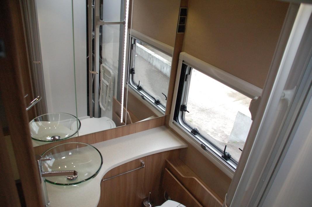 best kit salle de bain pour camping car images design. Black Bedroom Furniture Sets. Home Design Ideas