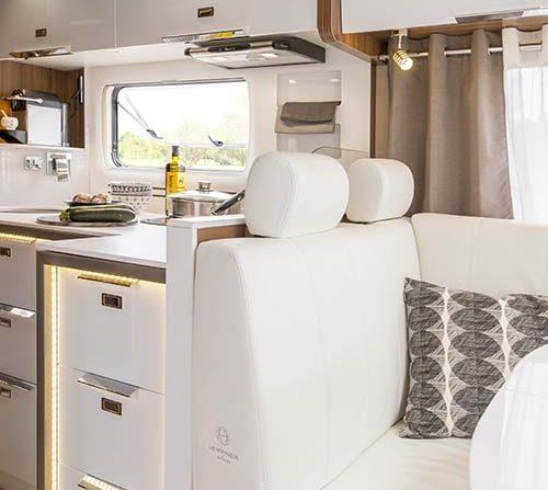 1050 qd car iveco eurocargo 12t le voyageur for Cuisine 500 euros