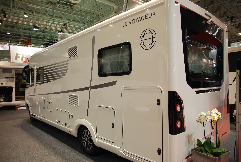 Salon camping car salon en u arriere camping car in for Salon camping car paris