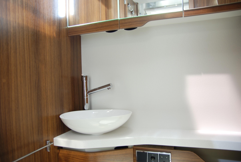 Camping car haut de gamme avec salon en u lv7 8lu le for Salle de bain haut de gamme