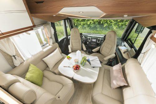 camping-car-integral-le-voyageur-lv78cl-salon