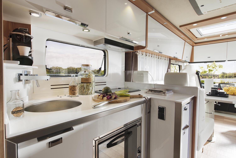 Camping car luxe levoyageur liner 1100qdcar cuisine le - Cuisine pour camping car ...