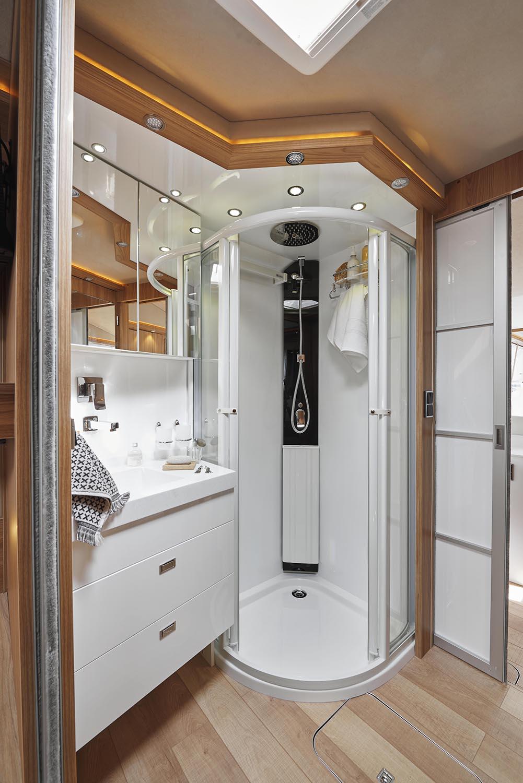 camping car luxe levoyageur liner 1100qdcar salle de bain le voyageur. Black Bedroom Furniture Sets. Home Design Ideas