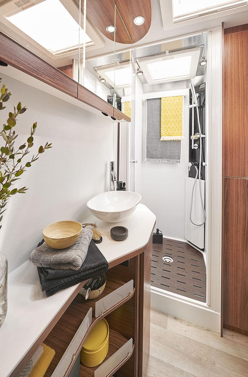 camping cars le voyageur un int rieur au service de votre confort. Black Bedroom Furniture Sets. Home Design Ideas
