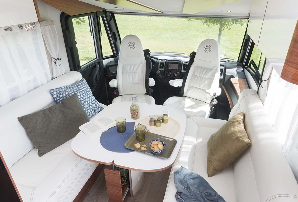 Camping cars le voyageur un int rieur au service de for Salon camping car